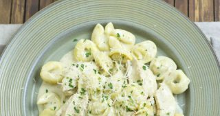 Crock Pot Chicken Alfredo Tortellini recipe is easy to make, tatses delicious and only has 4 ingredients via easycrockpotrecipe.com