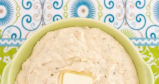 Crock Pot Cheesy Buttermilk Ranch Mashed Cauliflower via easycrockpotrecipe.com
